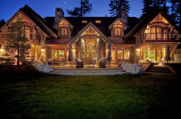 Lakeside of House3